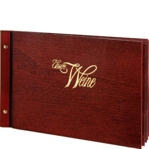 Weinkarte aus echtem Holz im Format A4 quer.